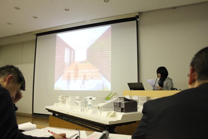審査員を目の前に作品発表。村上 ひかりさん(1年) 兵庫県 青雲高等学校出身