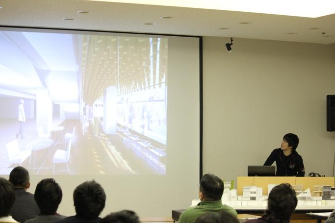 神戸市からの依頼「新開地アートビレッジセンター」の改修プランを発表する山内 泰貴さん(2年)兵庫県 東洋大学附属姫路高等学校出身