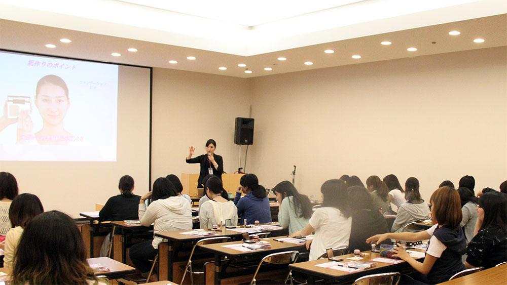 就職活動支援の一環として、女子学生対象に就活メイクアップセミナーを開催!