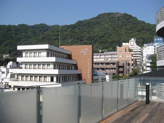 神戸電子専門学校北野館屋上のテラスにて